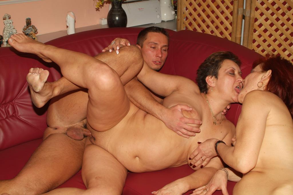 Нудисты отдыхают по   prostopornosex