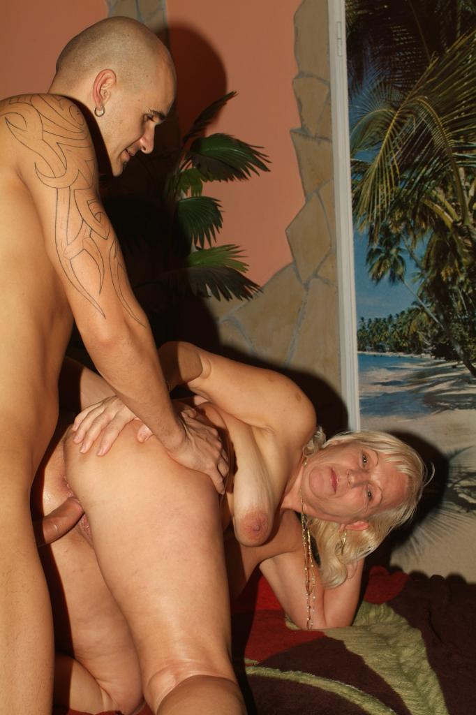 Topheavy mature babe remy